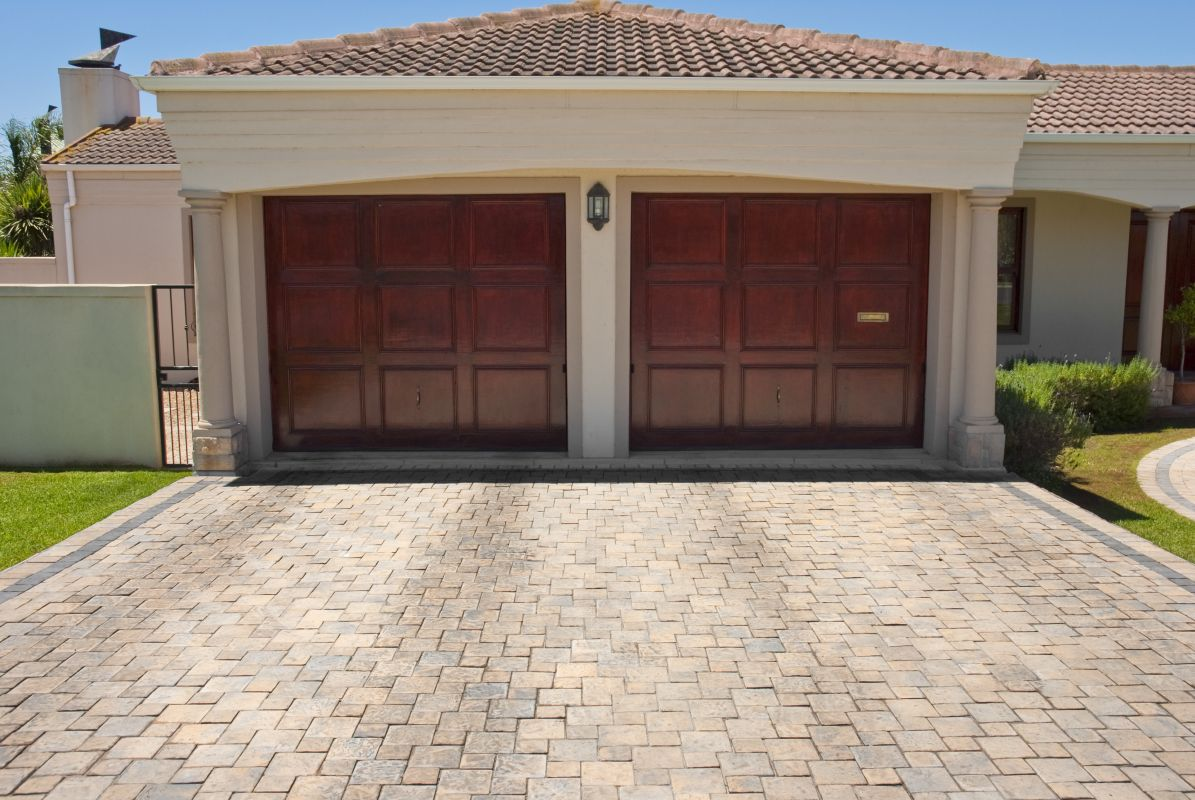 Jak przygotować się do montażu bram garażowych
